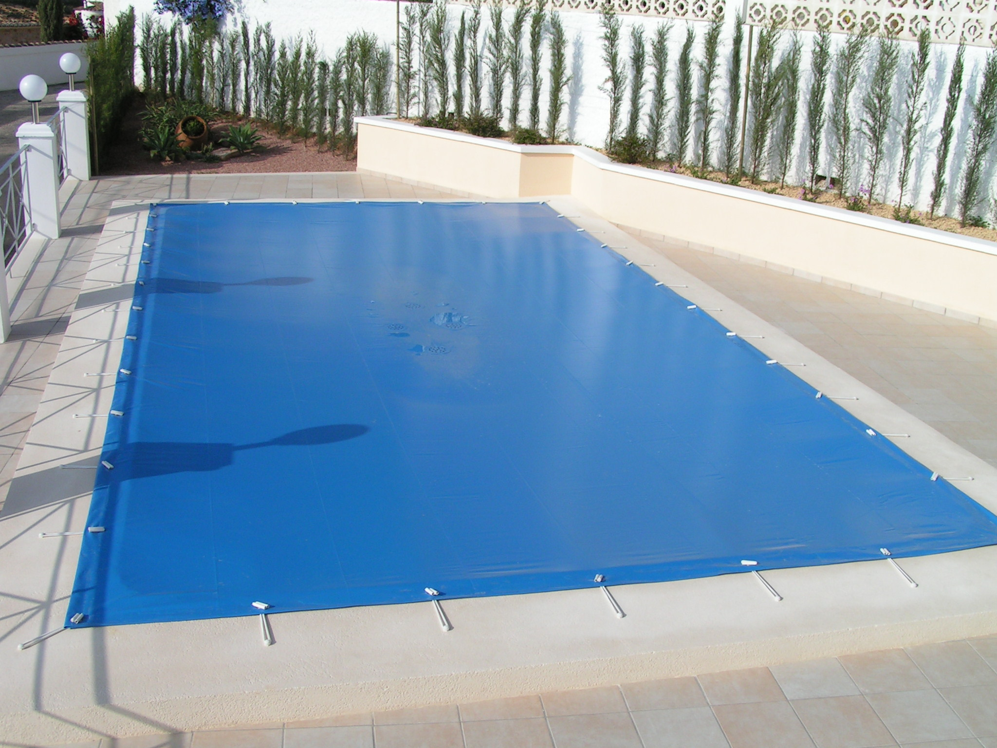 5 benefits of a pool cover se pool supply chemical inc - Cubiertas de lona para piscinas ...
